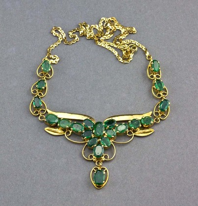 Brazilian Emerald and 12 Carat Gold Necklace