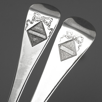 Georgian Silver Hanoverian Tablespoons (Two) - Davy Family Crest, Beckley, 1744